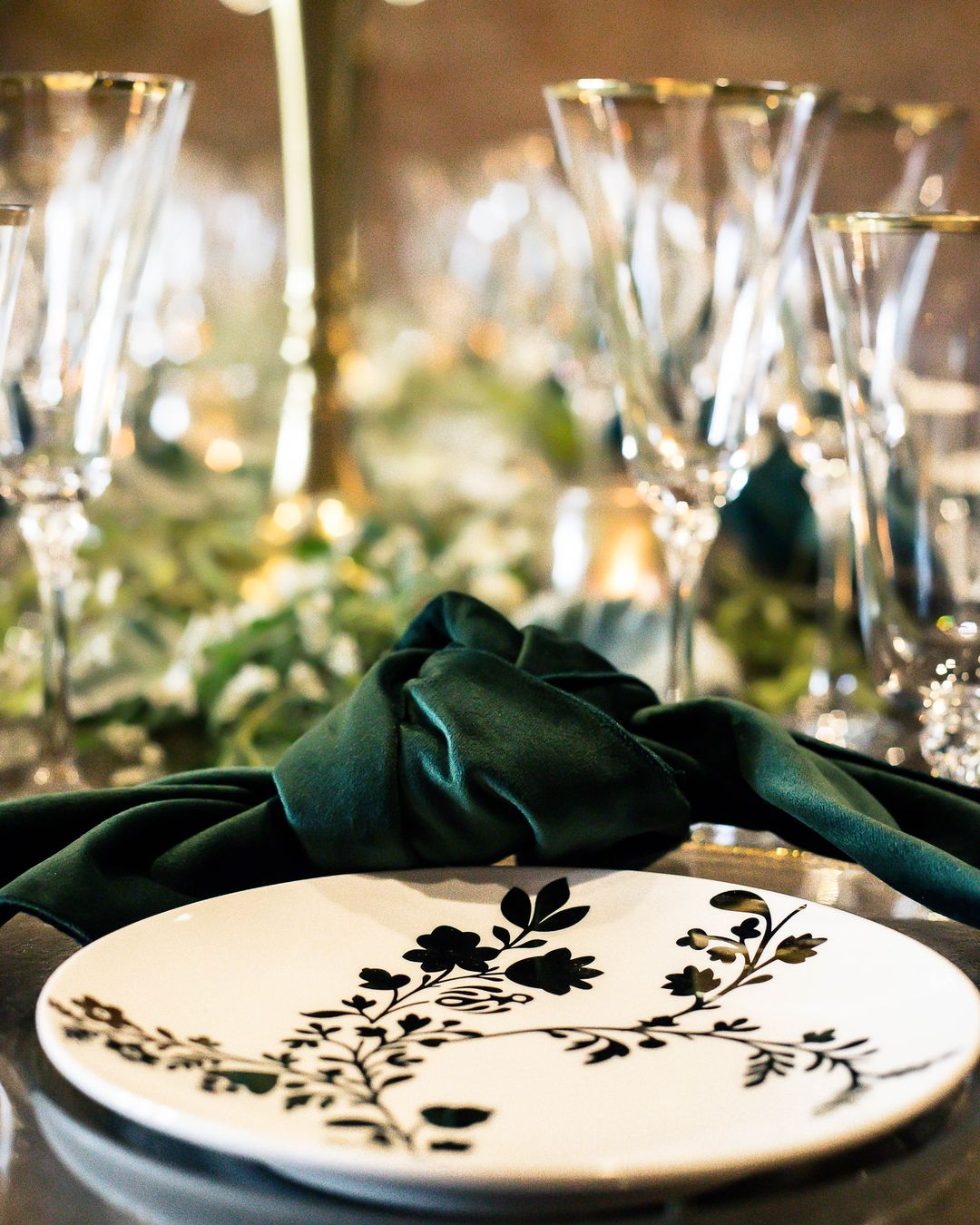 gold and white china with emerald napkins