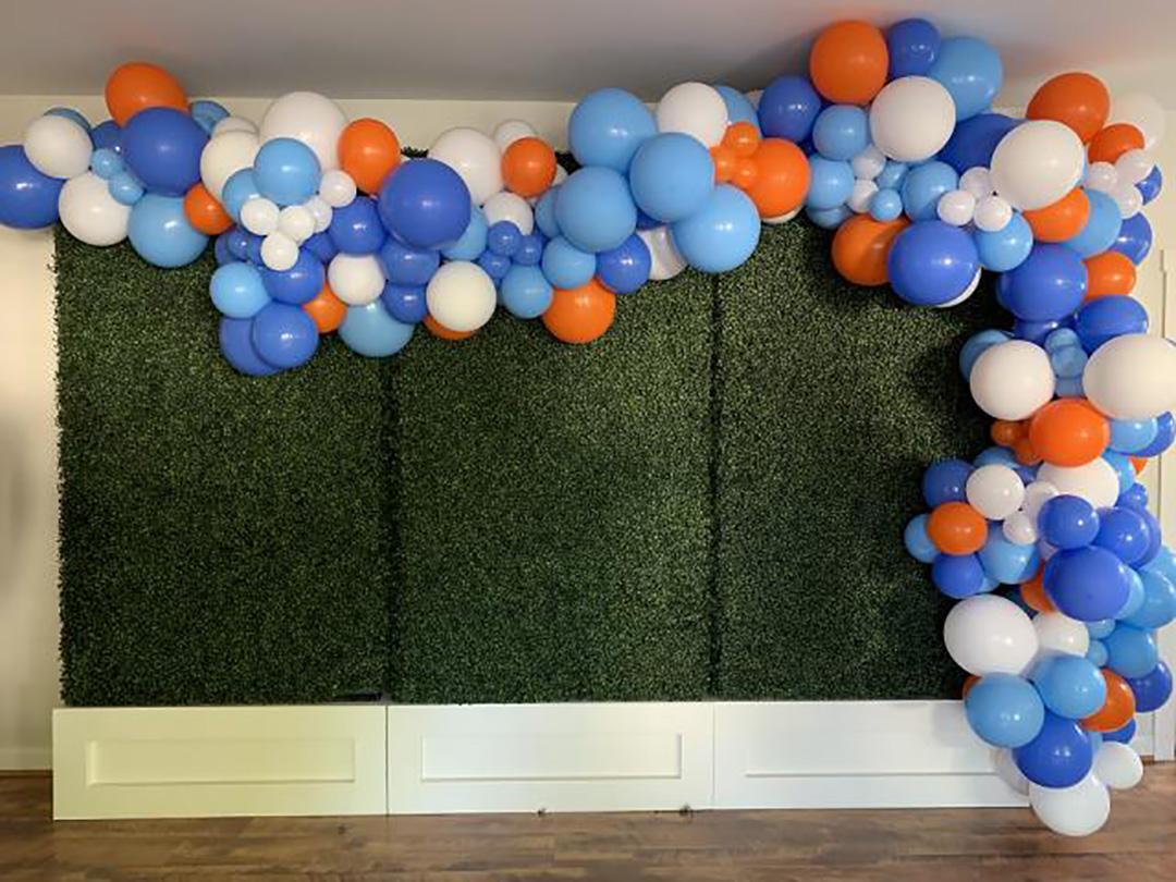 birthday backdrop boxwood wall with balloons