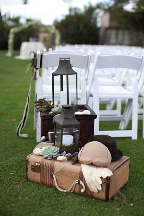 travel themed wedding, suitcase display via stylemepretty