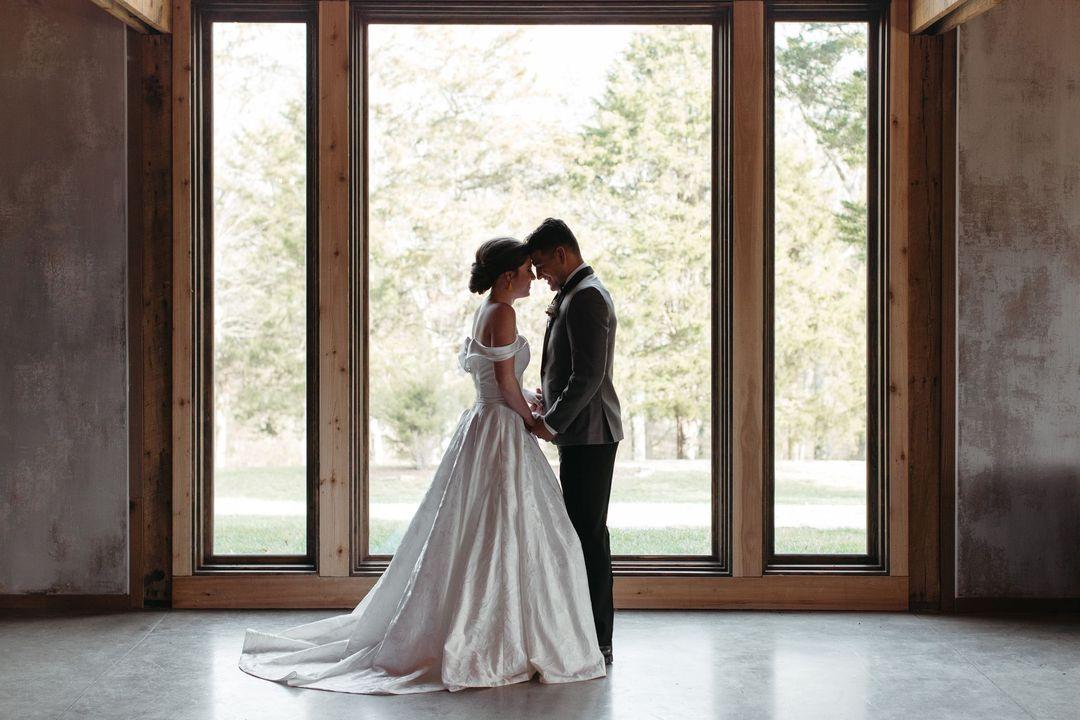 couple at Cedarmont Farms wedding venue