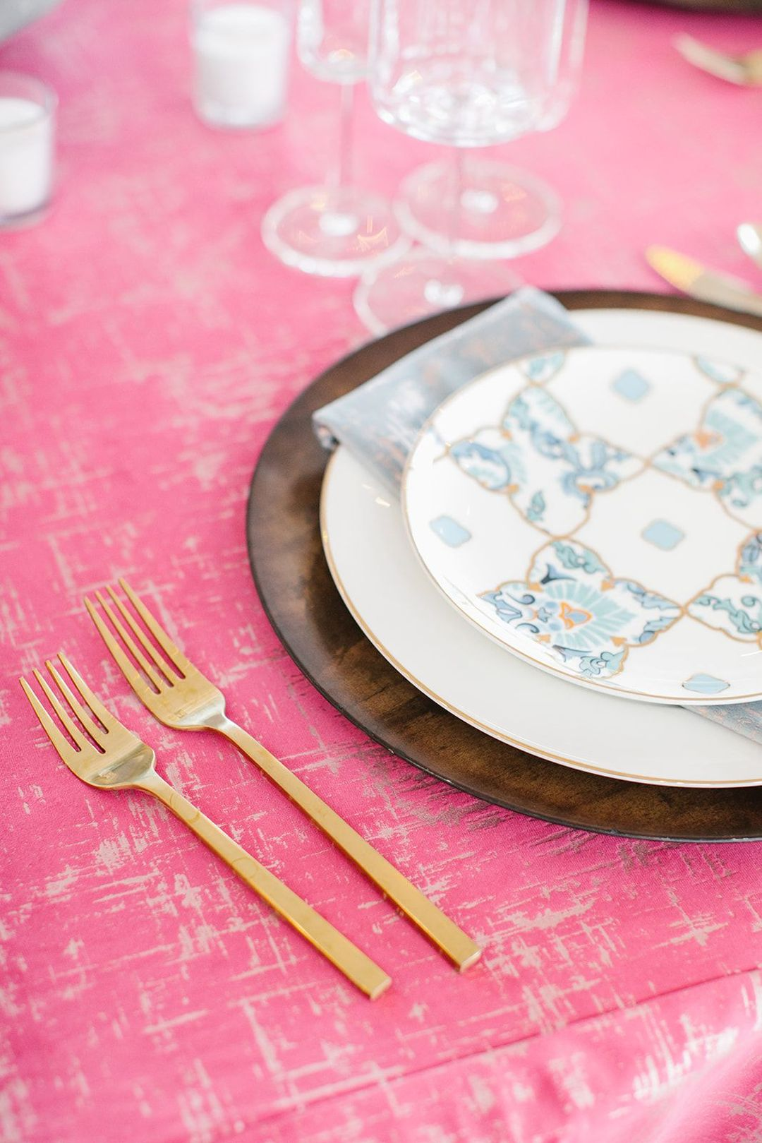 fuchsia etched velvet tablescape