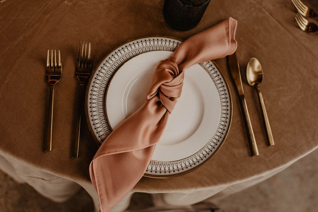 neutral pink tablescape
