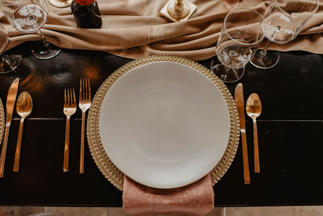 rose brown and gold tablescape